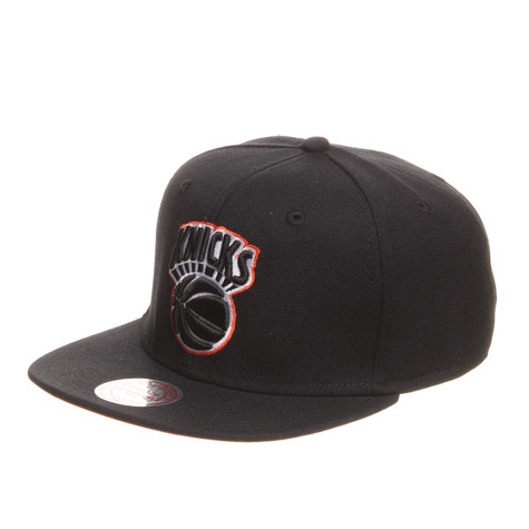 Mitchell & Ness - New York Knicks NBA Vintage Black And White Snapback Cap