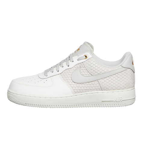 the latest ea0e1 a61bc Nike. Air Force 1  07 LV8 (Sail   Light Bone   Metallic Gold)