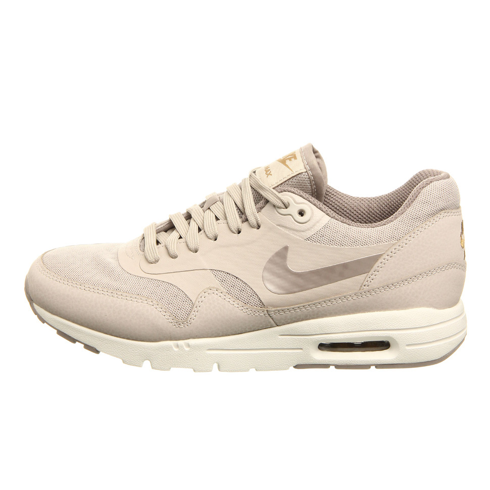 Nike Wmns Air Max 1 Ultra Essentials 'String Iron Metallic Gold'